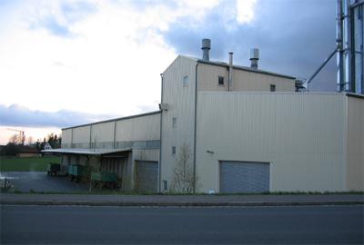 Getreidesilo in der Nähe von Tschechien mit LKW-Gosse